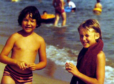 Strand in Cannes, Sommer 1980: Wer kennt die heute wohl etwa 35-Jährige rechts im Bild?