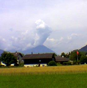 Der Niesen bricht aus - 10. Juli 2006, aus Interlaken gesehen