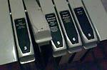 Telefonbücher bei einem Publifon -wie es einst war (Januar 2007, Berghaus Nüegg, Diemtigtal) - Klicken für grosse Fassung