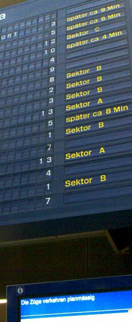 Oben Verspätungen, unten planmässig - da kann was nicht stimmen! (Freitag, 13. Juli 2007, 20.40 Uhr, Bern)