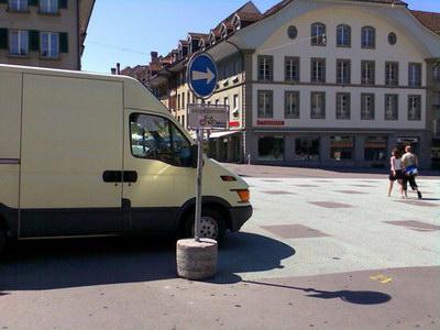 Waisenhausplatz: Oft durch Markt oder Veranstaltungen verstellte Durchfahrt in die Aarbergergasse