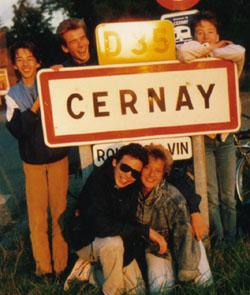 Velotour im Elsass, Oktober 1987: Die Splittergruppe trifft in Cernay ein (Stutzli, Ruedi, Röbi, Tschaggi, Huldie)