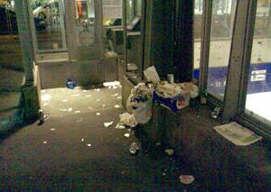 Neuengasse-Aufgang, HB Bern: Echt beschissene Gegend, um das Velo abzustellen (November 2007)