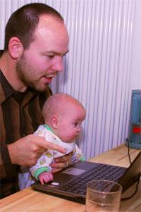 Mit Sophie am Bloggen, im zarten Alter von 20 Wochen und einem Tag - November 2007