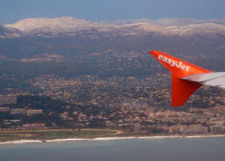 Ungewohnter Anflug auf Nice mit Schneebergen im Hintergrund - und einem mer très agité (16.11.2007)