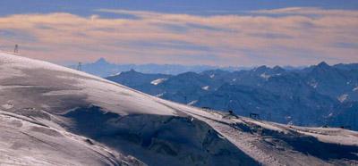 Wie immer atemberaubende Aussicht: Weit im Süden winkt der Monte Viso, 150km entfernt