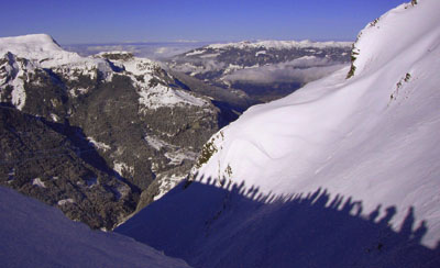 Menschenmassen auf der Lauberhornschulter, Nebelmeer über den armen Flachländlern (13. Januar 2008) -klicken für mehr Fotos