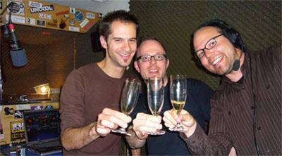 Jubiläumssendung die80er.ch mit Chrigu, Chrigu und Andi - die Gläser waren leider schon leer, ausser beim Schreibenden (Radio RaBe, 11.2.2008)