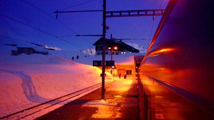 Der letzte Zug über den Oberalppass: Passhöhe, 14. März 2008, 18.59 Uhr
