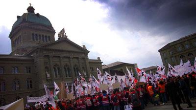 Kurzer Halt vor dem Bundeshaus: Laut, aber friedlich