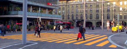 Neuer Fussgängerstreifen auf dem Berner Bahnhofplatz (4. April 2008, Bahnhofplatz Bern)