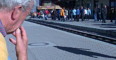 Super: Neben anderen Wandersleuten auf die Bank sitzen und eine Zigi anzünden - noch ganz bei Trost?! (Oktober 2007)