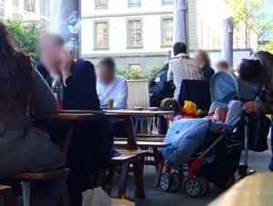 Rauch stört auch auf Aussenplätzen - leider gibts in vielen Beizen auf Aussenplätzen noch kein Rauchverbot (Tibits Bern, April 2008)