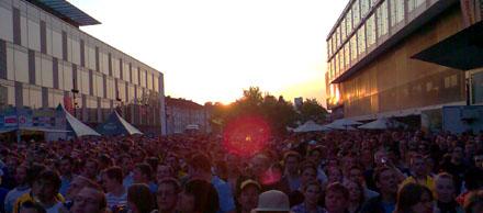 So muss Fussball sein: Sonnenuntergang mit Public Viewing im Wankdorf (10. Mai 2008)