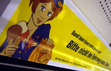Kleber in der Berliner U-Bahn... ein ach so böses Verbot, iieks!