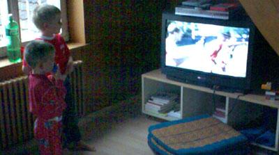 Göttibub mit Bruder im korrekten Tenue: Fussball statt Heidi (7. Juni 2008)