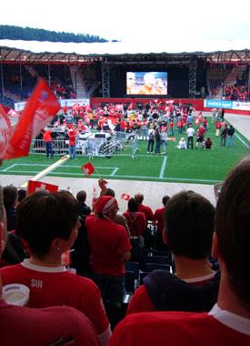 Da kam doch noch Stimmung auf: Während des EM-Spiels Schweiz-Türkei, 9. Stadion, Bubendorf, 11. Juni 2008
