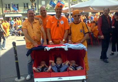Drillinge mit niederländischem Blut - umso mehr eine Attraktion für die Oranjes, die Bern derzeit besetzt halten! (Juni 2008)