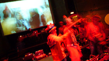 Ein denkwürdiger Abend in Bern: Holland-Frankreich 4:1 - die Orangen feiern im Schlachthaus (Klicken für mehr Fotos)