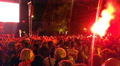 Pyro-Freaks feiern den 2:0-Sieg gegen Rumänien (17. Juni 2008) - Klicken für mehr
