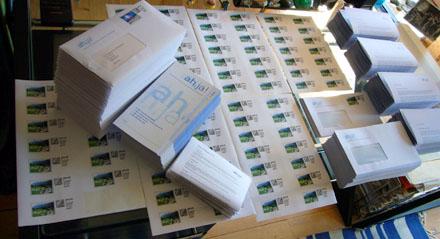 Uff... 180 Rechungen müssen gedruckt, 180 Briefe mit je zwei Prospekten frankiert und verpackt werden... (18. Juni 2008)