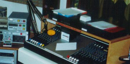 Die ersten Technics-CD-Player im Radiostudio in Sissach (1989) - klicken für grösseres Bild