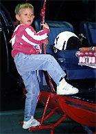 Heute dipl. Kurzschlussverursacher, damals (1993) Klettermeister auf einer Alouette III