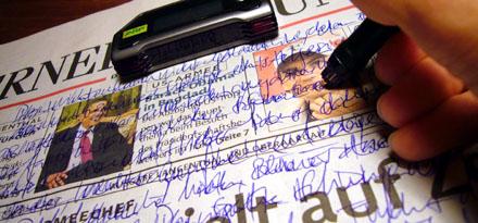 Digital Note Writer von ARP: Notfalls dient auch eine Zeitung als Schreibpapier (Juli 2008)