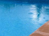 Begegnung am Pool